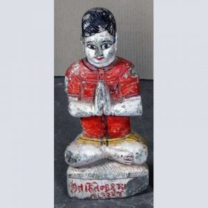 k62-40247-a indian statue prayer red shirt