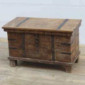 k13-RSO-09 indian furniture trunk storage wooden feet frill top angle view