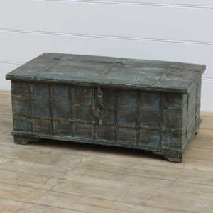 k13-RSO-28-a indian furniture trunk coffee table old angle view
