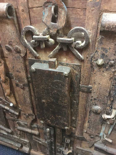 k13 RSO 72 indian furniture sideboard unusual locks metal wooden close lock