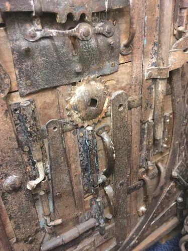 k13 RSO 72 indian furniture sideboard unusual locks metal wooden close up