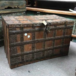 kh14-rs18-003-b indian furniture trunk vintage banded metal right