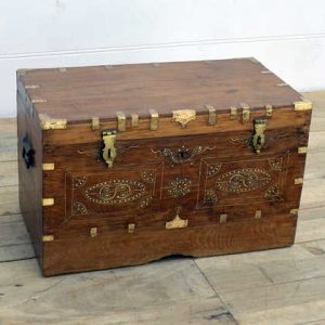 kh14-rs18-104 indian furniture trunk with ornate inlay metalwork angle