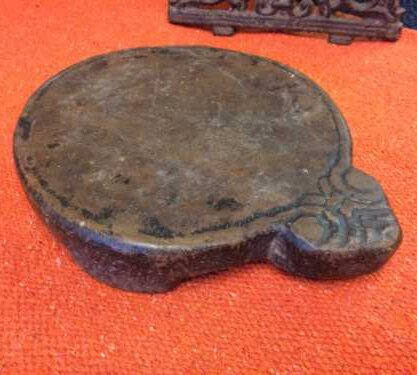 kh18 017 indian furniture chapati plate stone carved close